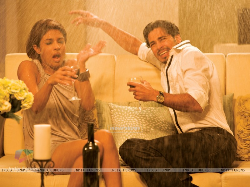 Still image of Priyanka Chopra and Dino Morea (40379) size:800x600