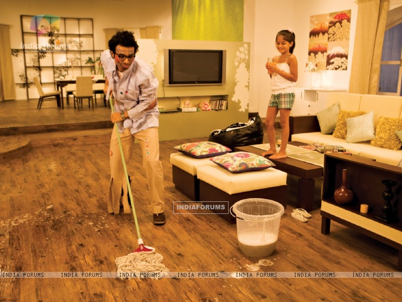 Uday Chopra cleaning the floor (40382) size:800x600
