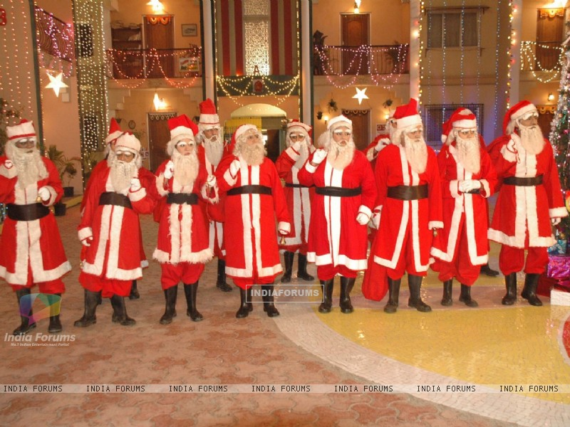 All cast dressed as SantaClaus (40463) size:800x600