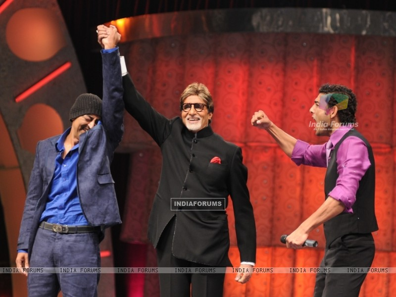 Vindu announced winner by Big B (41049) size:800x600