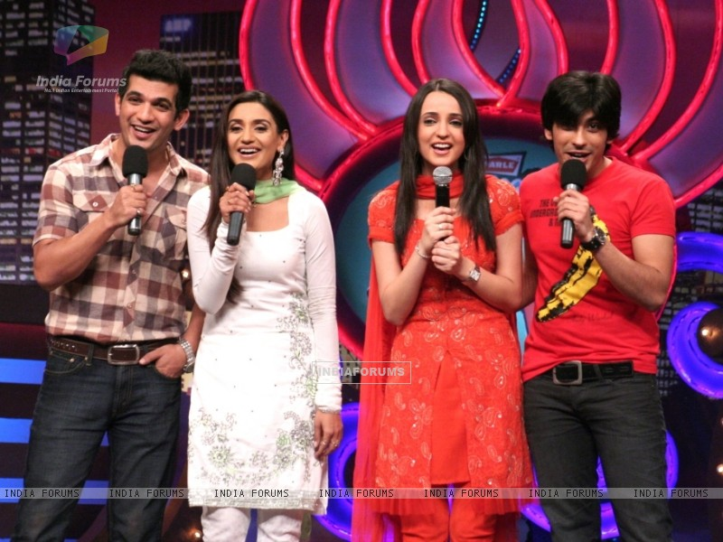 Miley Jab Hum Tum cast in Laughter Ke Phatke show (41418) size:800x600