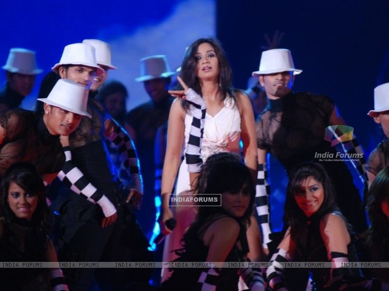 Shreya Ghosal performing in the show Music Ka Maha Muqqabla (41755) size:800x600