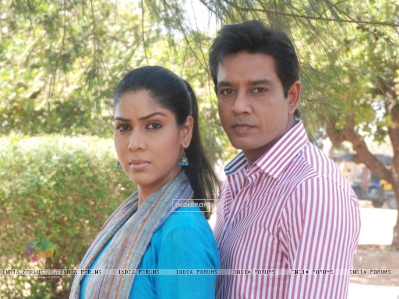 Still image of Saakshi Tanwar and Anup Soni (56392) size:800x600