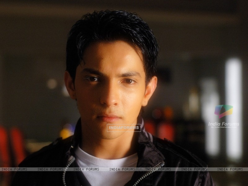 Aditya Narayan in the movie Shaapit (56543) size:800x600