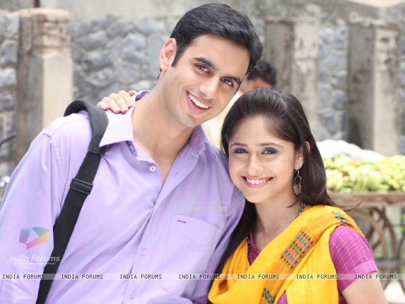 Still image of Anuj and Mili (66944) size:800x600