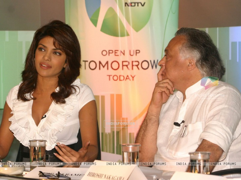 Union Minister for environment and forests bollywood actor Priyanka Chopra at a press-meet for the NDTV second wave of '''' Green Campaign'''' which includes the programme '''' Greenathon'''', in New Delhi on Tuesday (78776) size:800x600