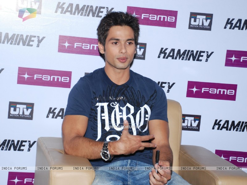 Shahid Kapoor at ''Kaminey'' promotional event at Fame, in Mumbai (78950) size:800x600
