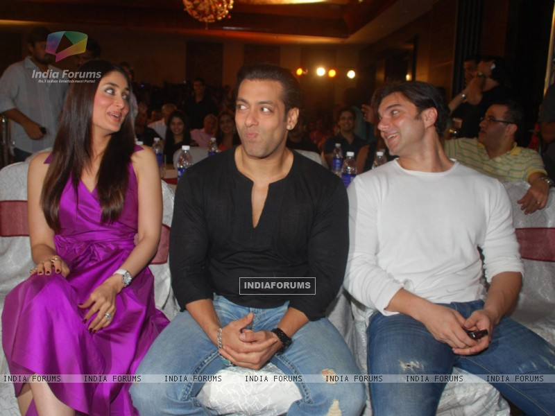 Salman Khan,Sohail Khan and Kareena Kapoor Main aur Mrs Khanna music launch (79582) size:800x600