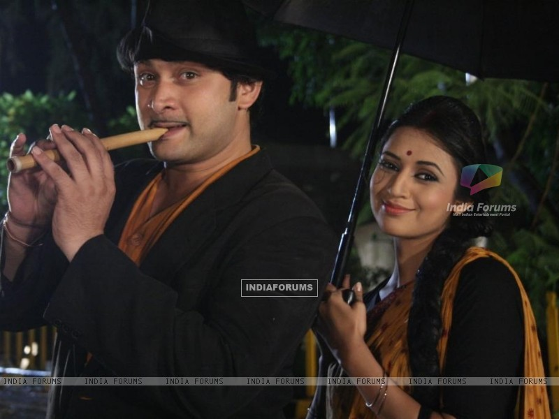 Divyanka and Rajesh act in a song Mera Joota Hai Japani (83049) size:800x600