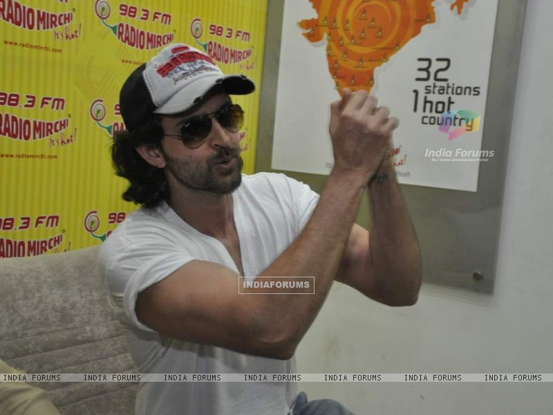 Hrithik Roshan promote kites on Radio Mirchi at Parel (86367) size:800x600