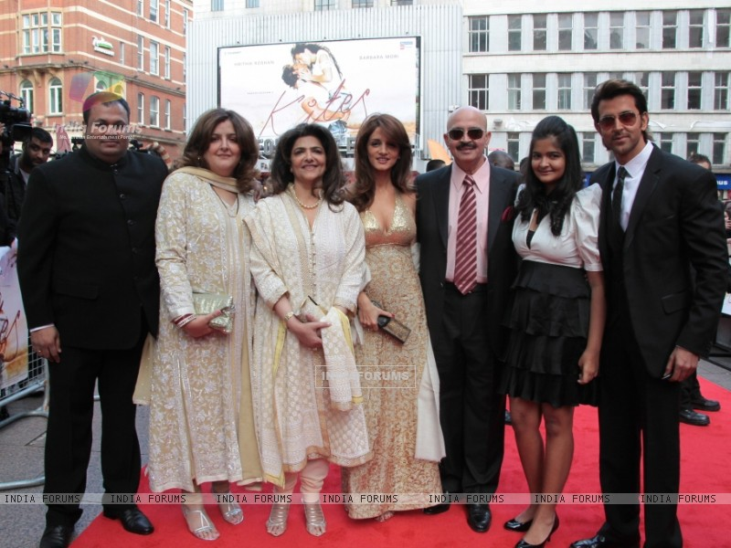 Suzanne Roshan, Rakesh Roshan and Hrithik Roshan attends the European premiere of ''Kites'' at Odeon West End in London (87753) size:800x600