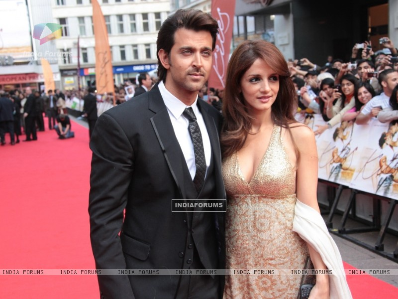 Hrithik Roshan and Suzanne Roshan at Odeon Westend in London (87759) size:800x600