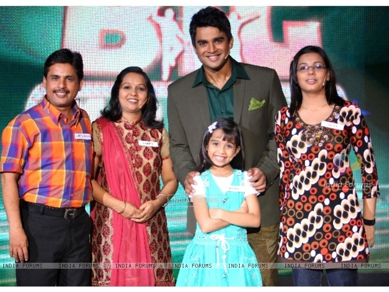 Sparsh family with Madhavan in tv show Big Money (90979) size:800x600