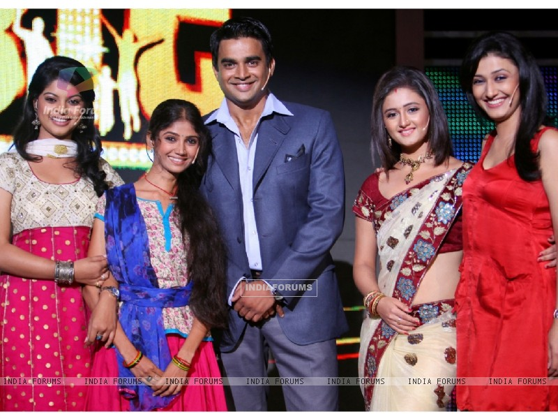 Madhavan with Tv Stars (90980) size:800x600